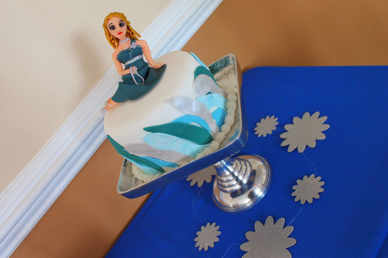 how to make a fondant girl sitting